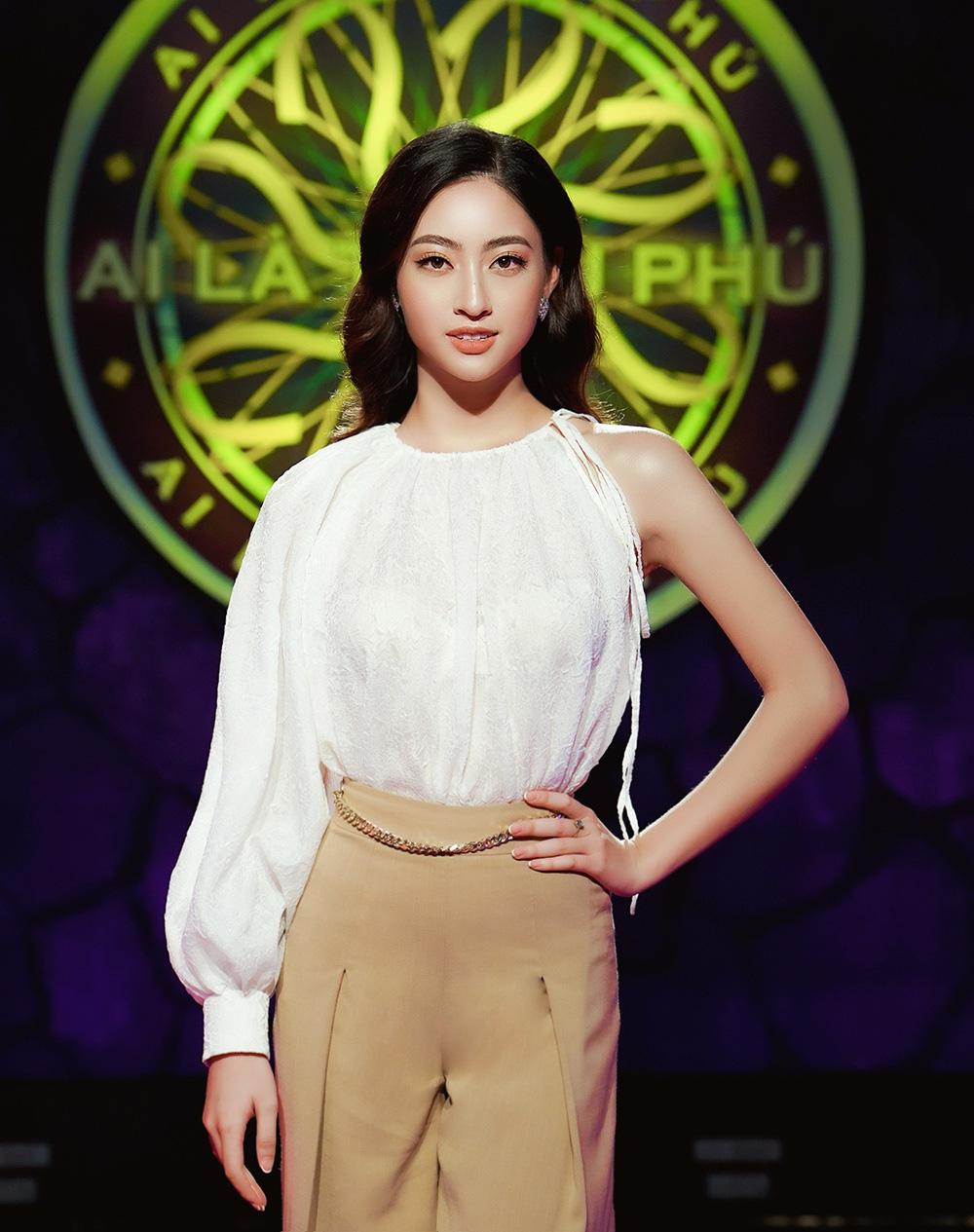 """Clip Hoa hậu Lương Thùy Linh trả lời đúng 7 câu hỏi liên tiếp """"Ai là triệu phú"""", fan ngưỡng mộ - Ảnh 1."""