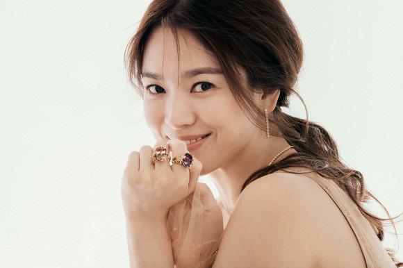 """Song Hye Kyo quyến rũ """"gây mê"""" trong bộ ảnh mới chuẩn đẳng cấp """"đại mỹ nhân"""" không thuộc về ai - Ảnh 1."""