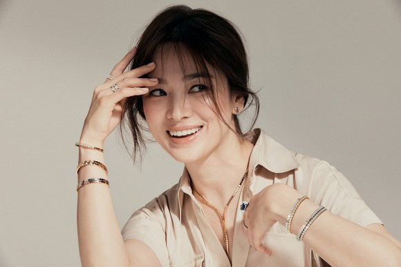 """Song Hye Kyo quyến rũ """"gây mê"""" trong bộ ảnh mới chuẩn đẳng cấp """"đại mỹ nhân"""" không thuộc về ai - Ảnh 2."""