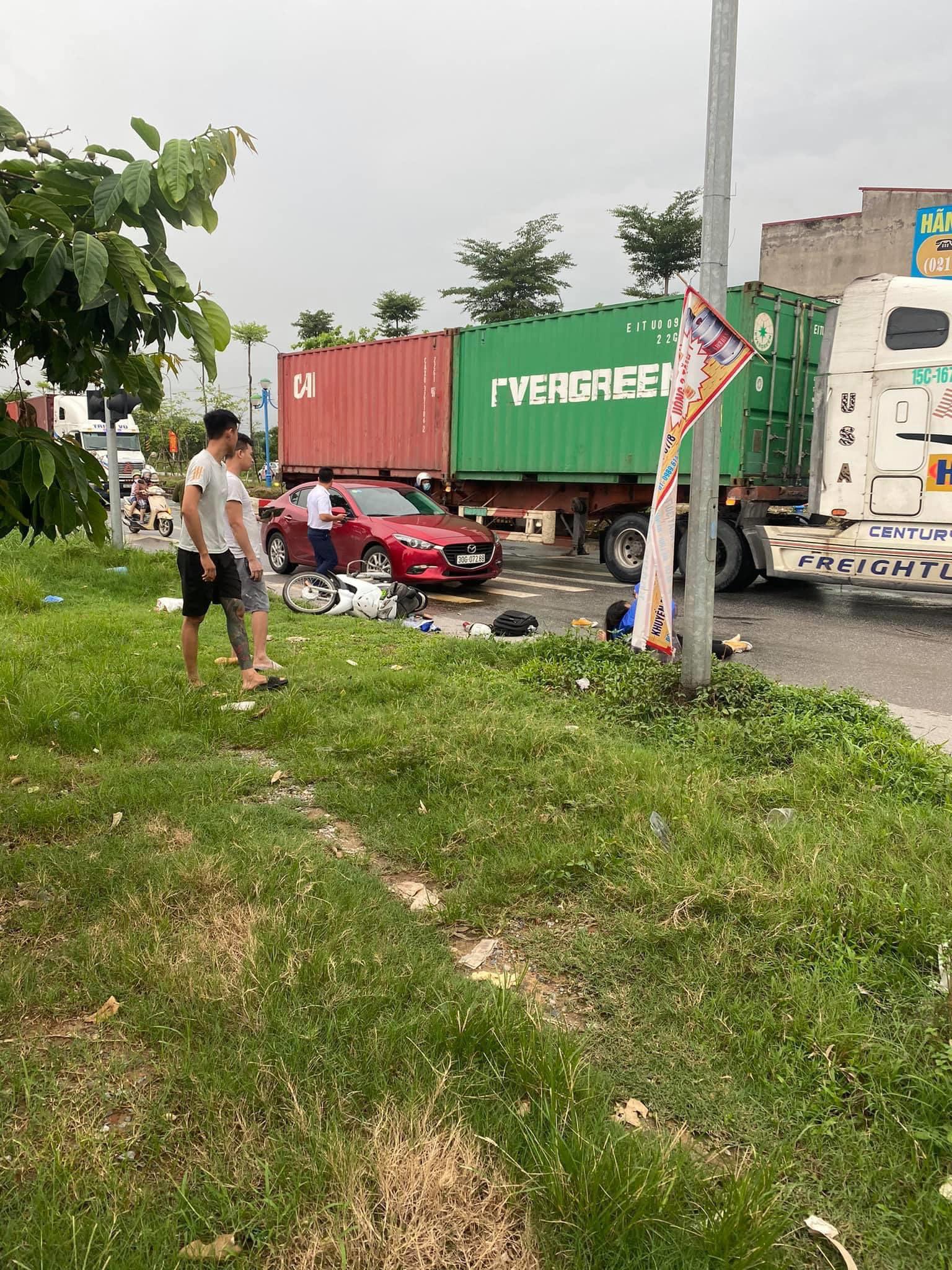 Truy tìm tài xế container cán chết cô gái trẻ rồi bỏ chạy ở Hà Nội - Ảnh 1.