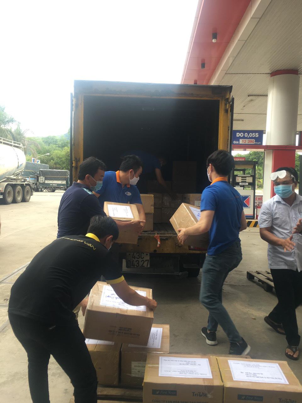 First News và các doanh nghiệp tặng 25.000 khẩu trang vải và sách cho người dân Đà Nẵng - Ảnh 2.