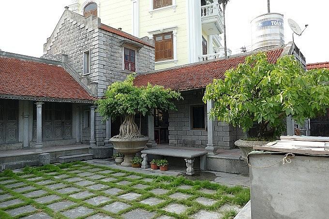 """Ngôi nhà đá 86 tuổi được trả giá chục tỷ đồng mà chủ vẫn """"lắc"""" ở Ninh Bình - Ảnh 1."""