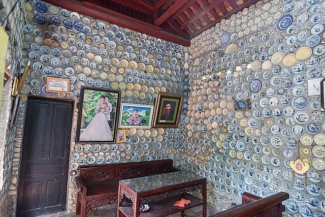 Mê đồ cổ nhưng nhà chật, ông lão Vĩnh Phúc gắn hơn 10.000 bát, đĩa cổ, tiền cổ… lên tường - Ảnh 4.