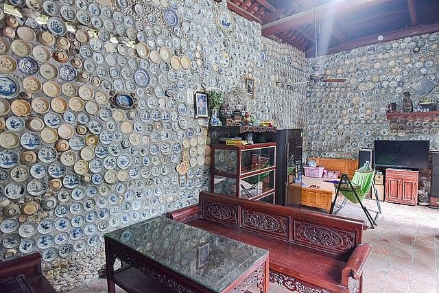 Mê đồ cổ nhưng nhà chật, ông lão Vĩnh Phúc gắn hơn 10.000 bát, đĩa cổ, tiền cổ… lên tường - Ảnh 6.