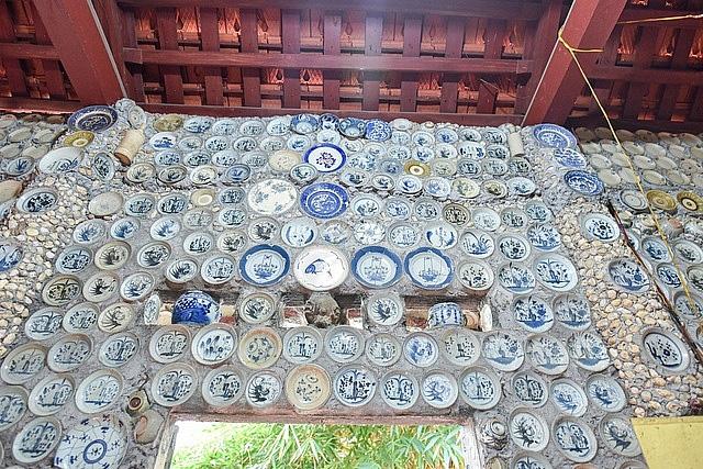 Mê đồ cổ nhưng nhà chật, ông lão Vĩnh Phúc gắn hơn 10.000 bát, đĩa cổ, tiền cổ… lên tường - Ảnh 13.