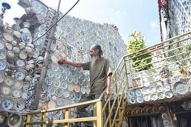 Mê đồ cổ nhưng nhà chật, ông lão Vĩnh Phúc gắn hơn 10.000 bát, đĩa cổ, tiền cổ… lên tường - Ảnh 18.