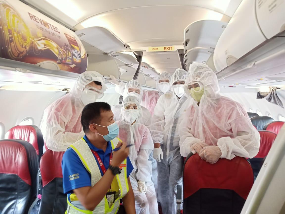 Tiếp tục sứ mệnh, Vietjet thực hiện trung bình 1 chuyến bay cứu trợ/ngày - Ảnh 2.