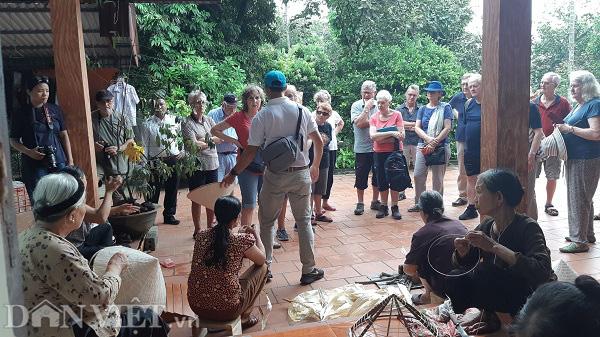 Phú Thọ: Làng nón một thời khó khăn, khi thành điểm du lịch người dân khấm khá - Ảnh 7.