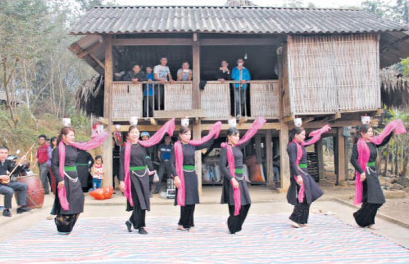 Vì sao năm 2020 người Tày ở Lào Cai chọn kiêng hướng nam? - Ảnh 1.