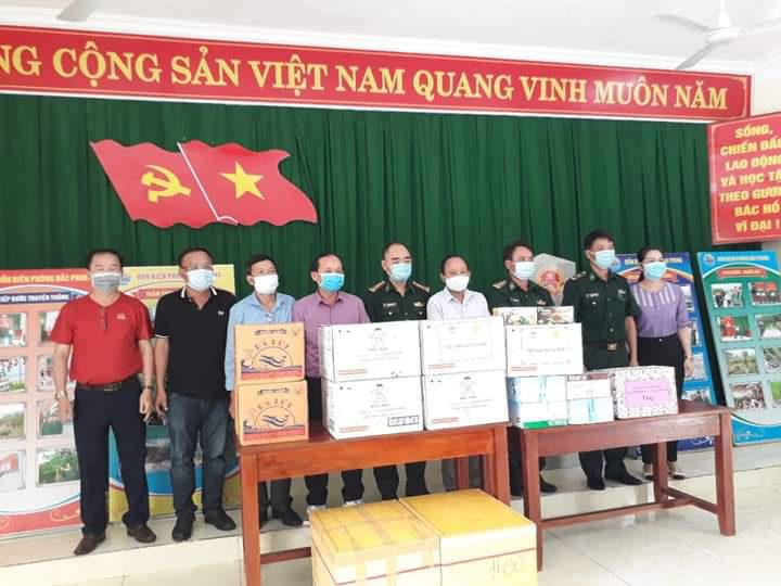 Quảng Nam: Hội Nông dân tỉnh vượt núi rừng đến với các điểm chốt chặn phòng chống Covid-19 vùng biên - Ảnh 2.