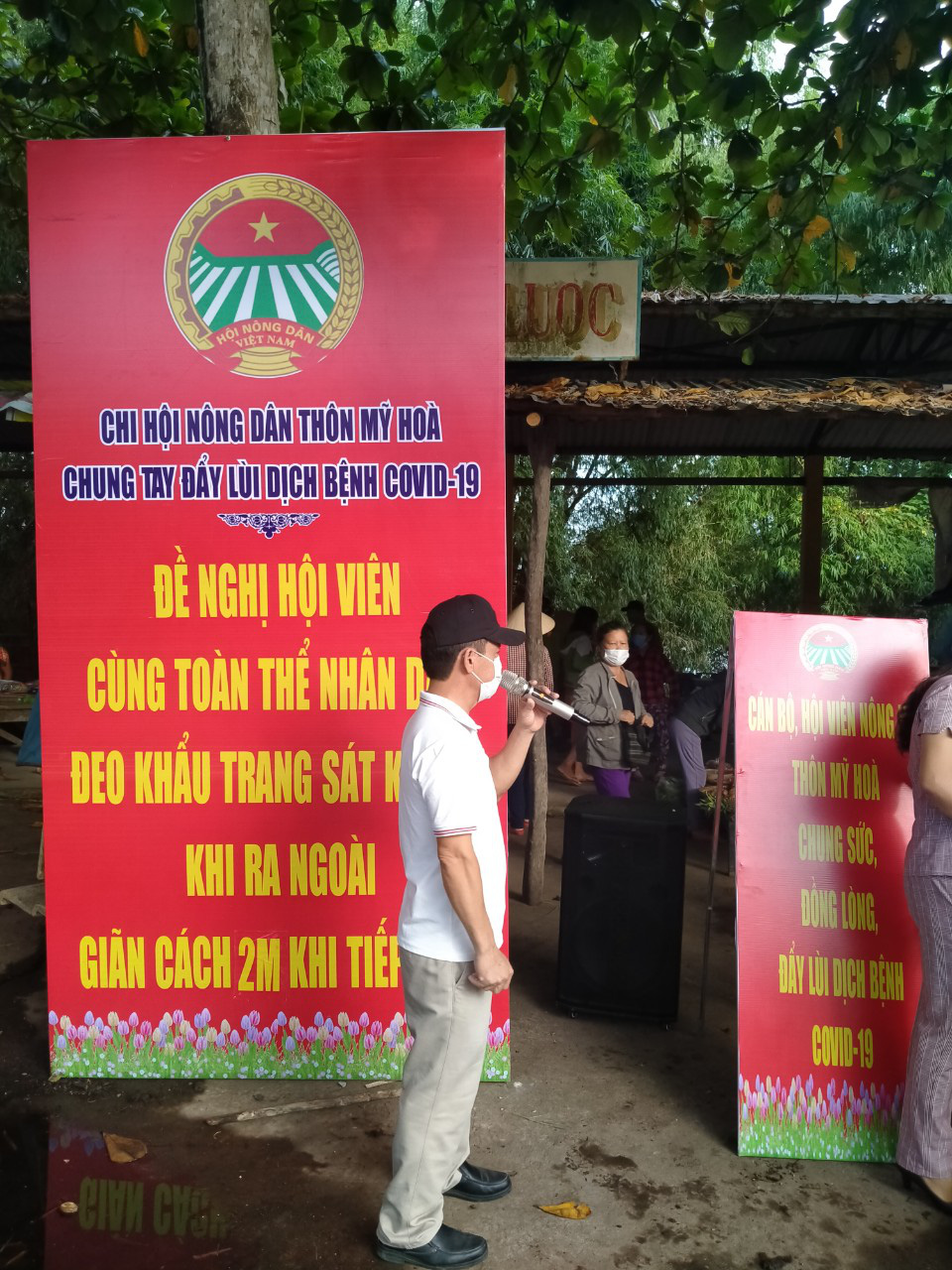 Quảng Nam: Hội Nông dân tỉnh vượt núi rừng đến với các điểm chốt chặn phòng chống Covid-19 vùng biên - Ảnh 3.