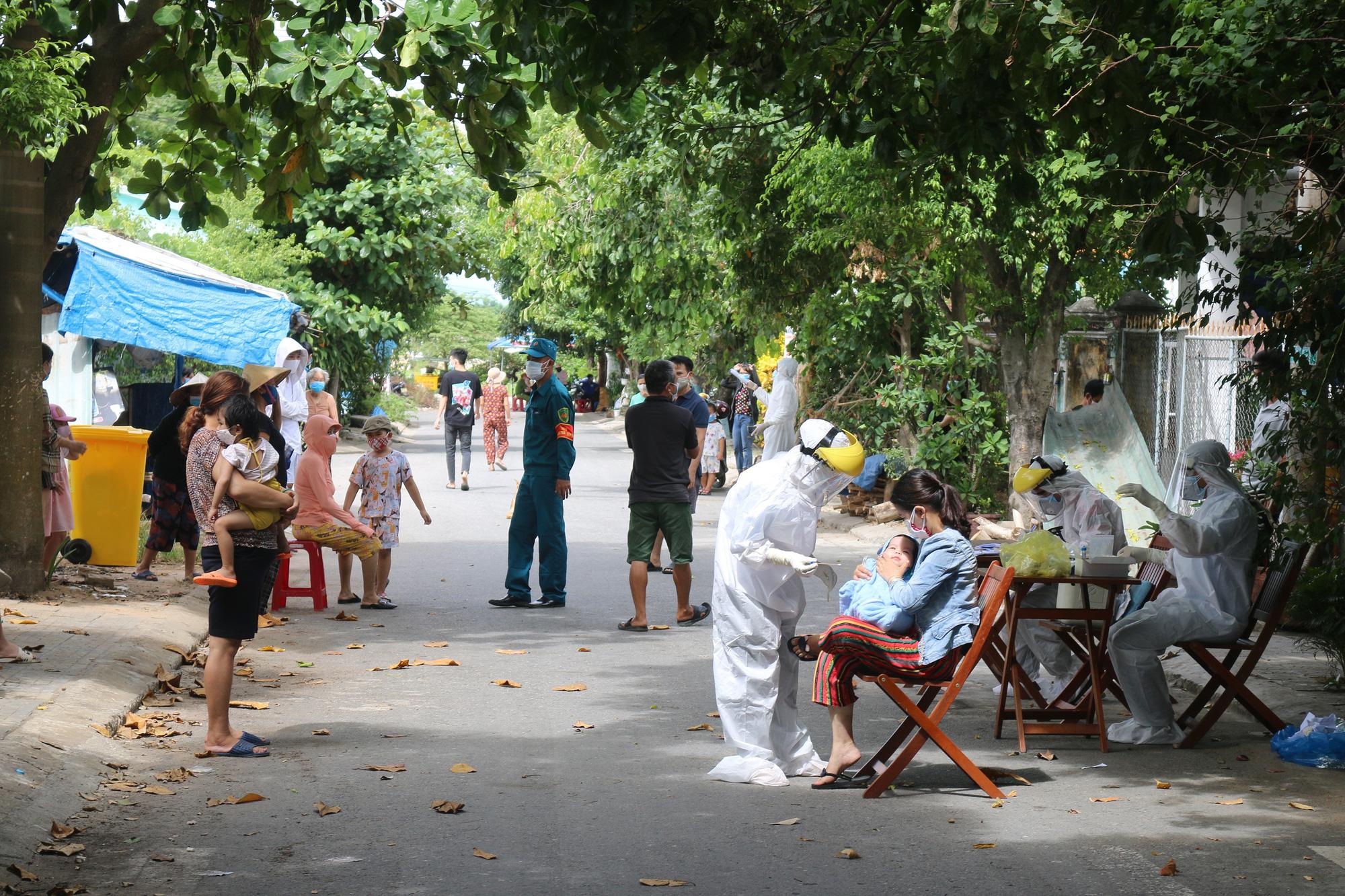 Ba ca mới ở Quảng Nam: Bệnh nhân tiếp xúc rất nhiều người trong đám tang - Ảnh 1.