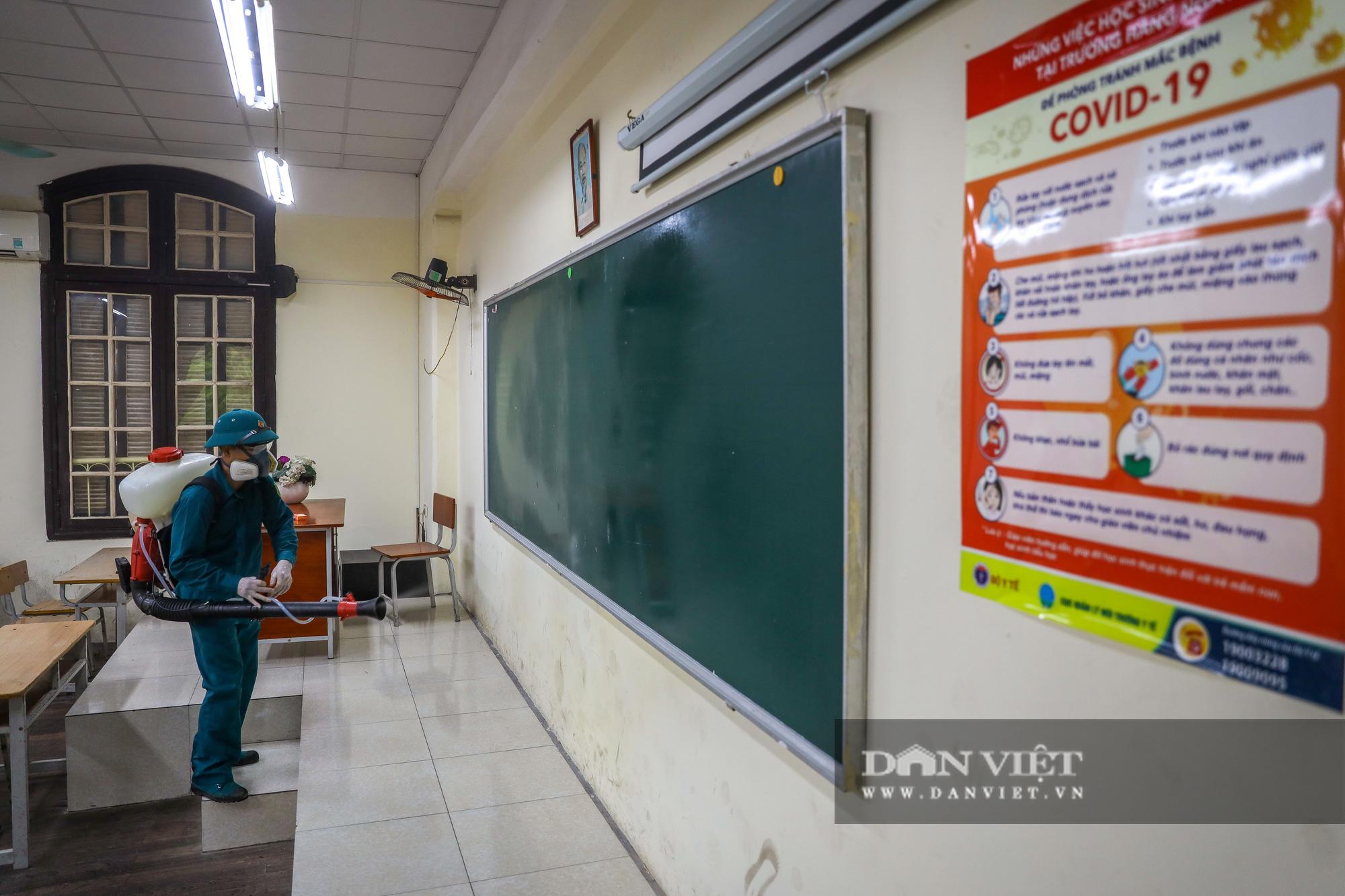 Hà Nội: Các trường được chọn làm điểm thi THPT đồng loạt phun khử trùng - Ảnh 7.