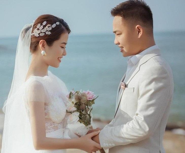 Hà Tĩnh: Cô dâu xinh như mộng hoãn cưới để chú rể đi chống dịch nói gì - Ảnh 1.