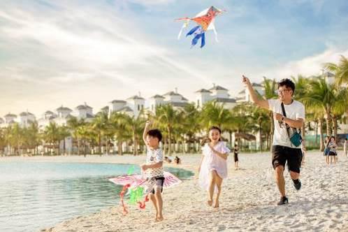 """Khó tin nhưng có thật: """"Kỳ nghỉ hè ở biển"""" giữa lòng Hà Nội - Ảnh 1."""
