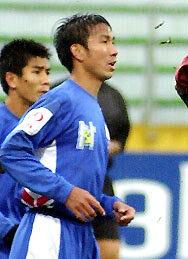 Cựu tuyển thủ Phi Hùng (Kỳ 1): Yêu Việt Trinh, tiêu 100 triệu/đêm và ông trùm cá độ? - Ảnh 1.
