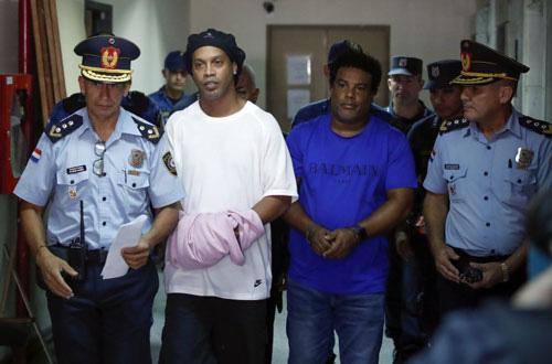 Ronaldinho sắp được trả tự do.