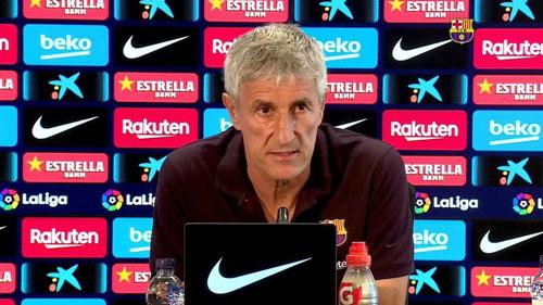 HLV Setien tự tin sẽ ở lại Barcelona.
