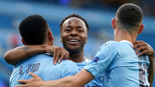 Sterling ghi 100 bàn thắng cho Man City.