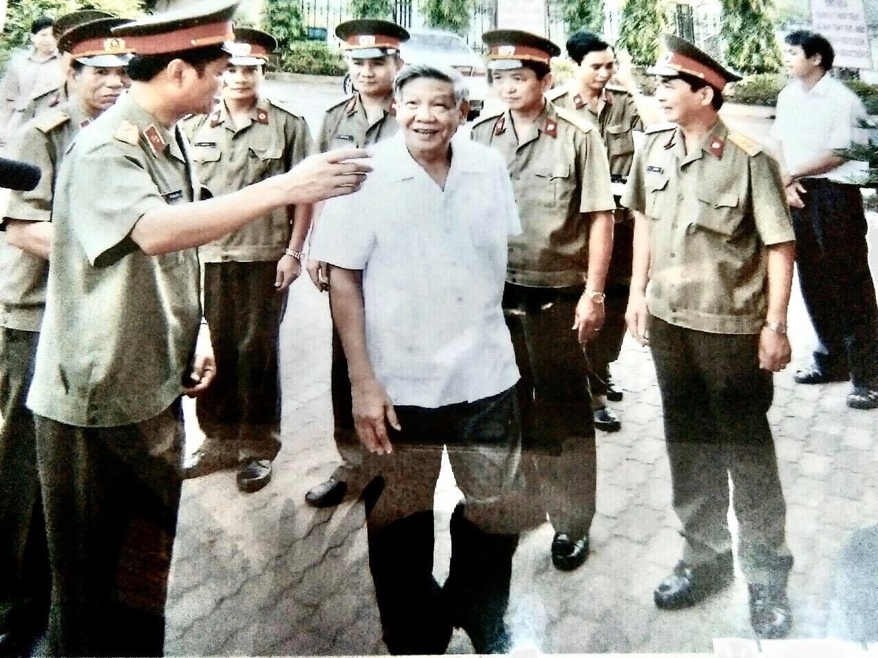 Vị Thiếu tướng và câu chuyện về món quà tặng nguyên Tổng Bí thư Lê Khả Phiêu - Ảnh 1.