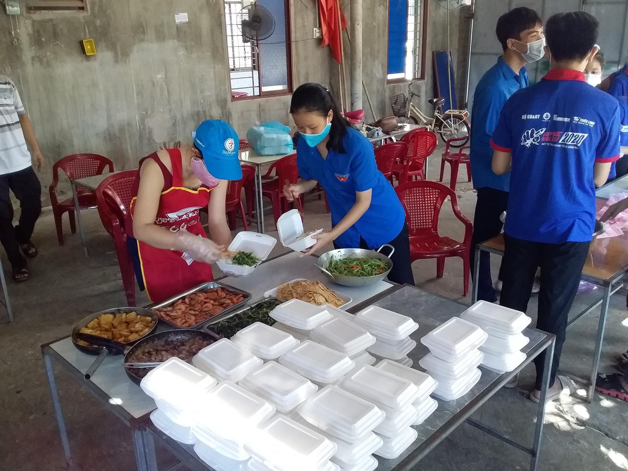 Quảng Trị: Đoàn viên nấu cơm cho sĩ tử xa nhà vì quán cơm đồng loạt đóng cửa - Ảnh 3.