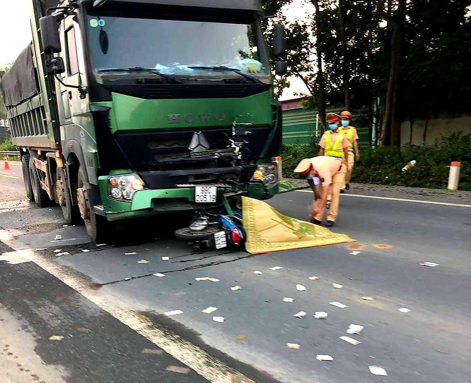 Lạng Sơn: Xe máy đấu đầu xe tải, 2 nam thanh niên tử vong  - Ảnh 1.