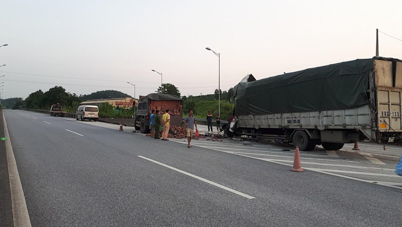 Yên Bái: Tai nạn trên cao tốc một tài xế tử vong - Ảnh 1.