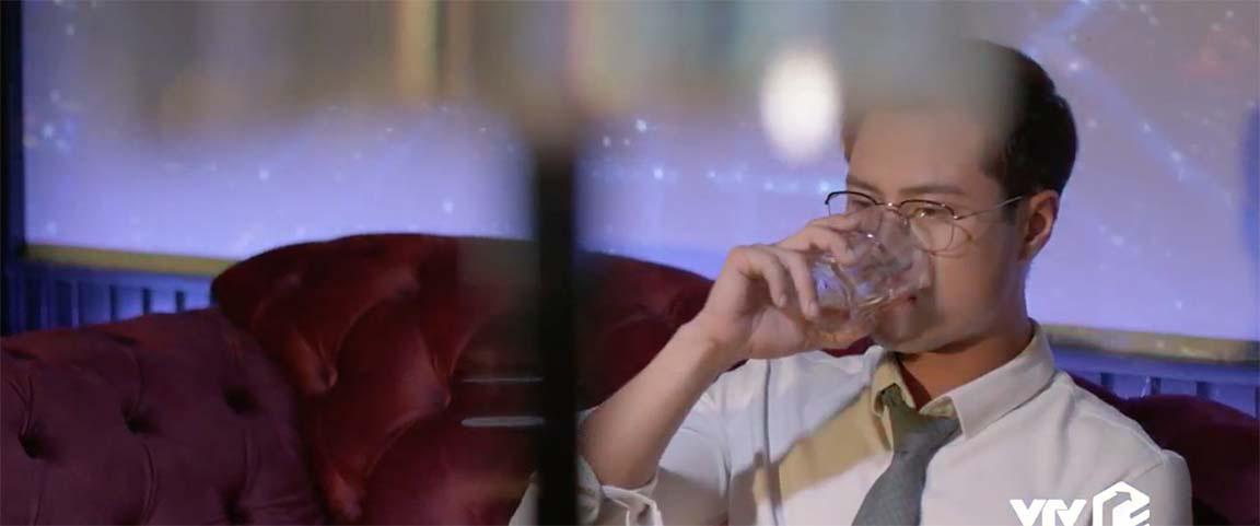 Sơn buồn bã tìm đến bar uống rượu, Tuệ Lâm bỏ ra nước ngoài  - Ảnh 4.
