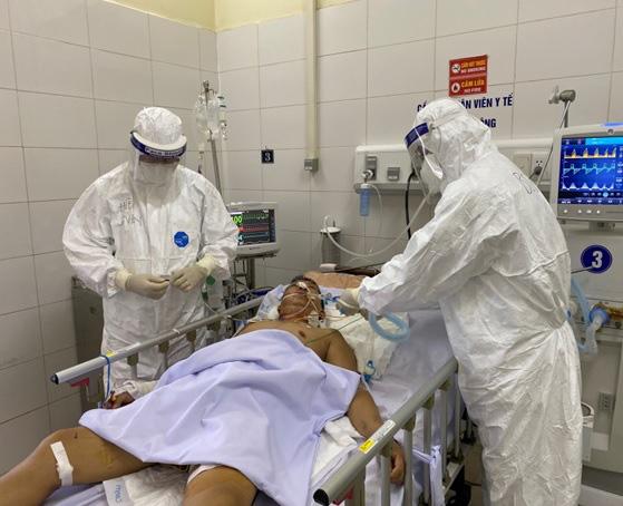 Đà Nẵng: Bệnh nhân 416 khỏi Covid-19 nhưng nguy cơ tử vong cao - Ảnh 2.
