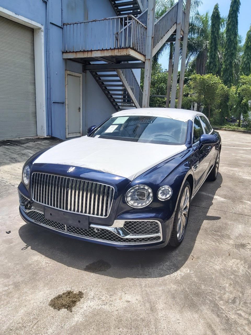 Chùm ảnh Bentley Flying Spur giá 30 tỷ, mới cập bến Việt Nam - Ảnh 1.