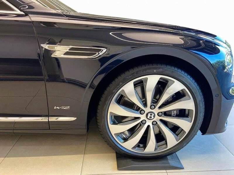 Chùm ảnh Bentley Flying Spur giá 30 tỷ, mới cập bến Việt Nam - Ảnh 5.