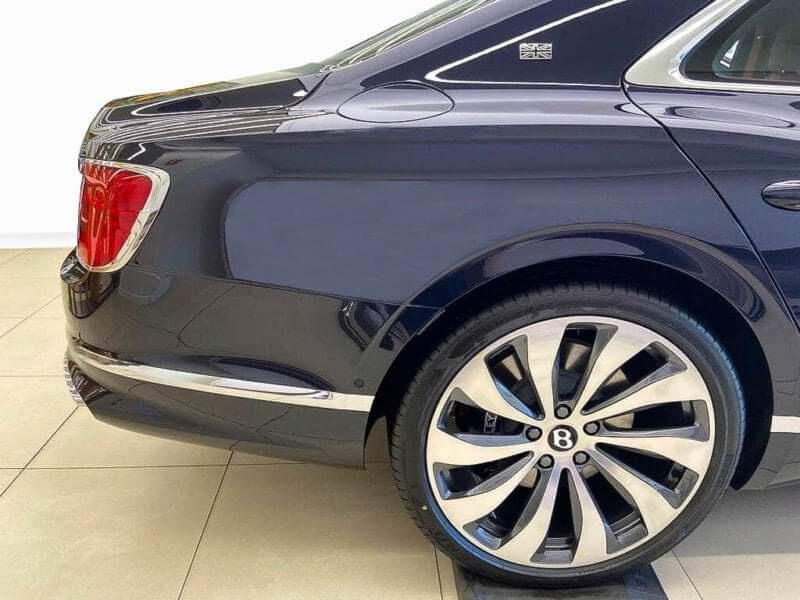 Chùm ảnh Bentley Flying Spur giá 30 tỷ, mới cập bến Việt Nam - Ảnh 6.