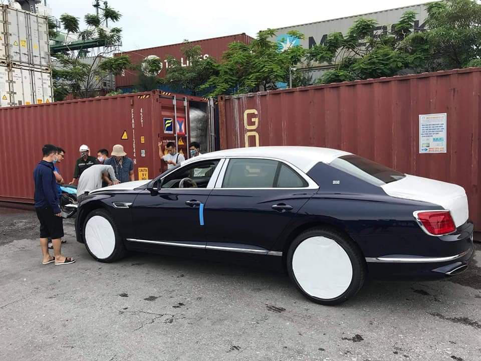 Chùm ảnh Bentley Flying Spur giá 30 tỷ, mới cập bến Việt Nam - Ảnh 3.
