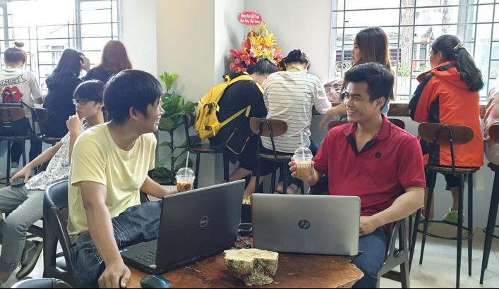 Cà phê Ông Bầu ra mắt sinh viên Sài Gòn - Ảnh 2.