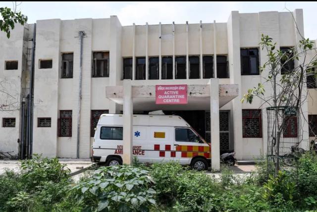 Nữ sinh 19 tuổi bị nhiễm covid-19 bị lái xe cứu hộ xâm hại trên đường gửi đến bệnh viện - Ảnh 1.