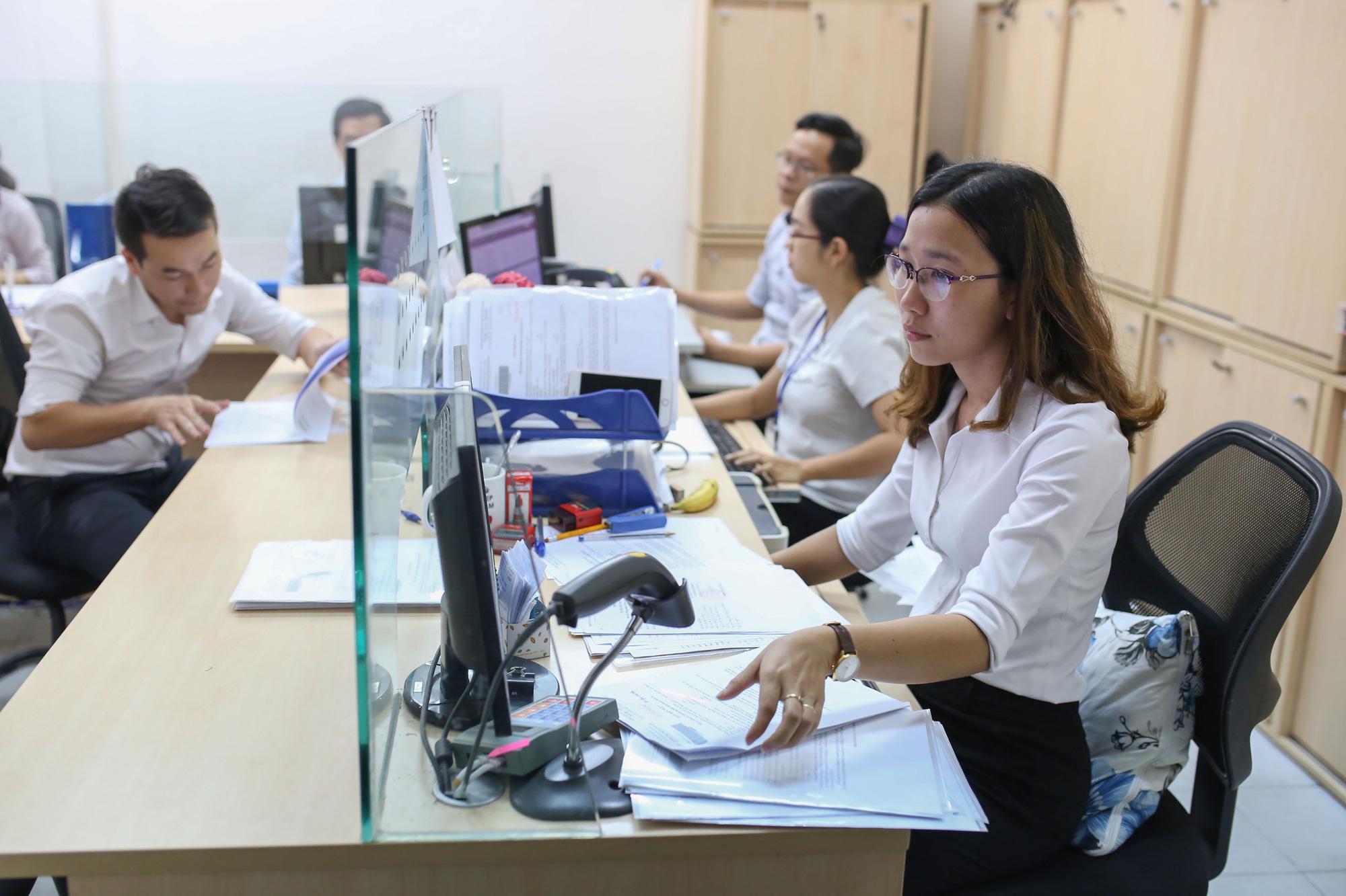 Sơ yếu lý lịch cán bộ, công chức sử dụng bản điện tử từ năm 2023 - Ảnh 1.