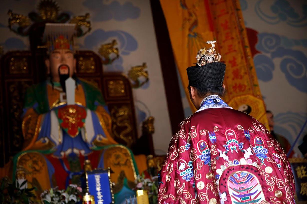 Linh mục Đạo giáo tôn vinh những người đã mất vì virus corona bằng những tấm bia tưởng niệm tại Trung Quốc - Ảnh 3.