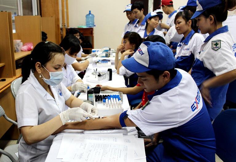 Mức hỗ trợ kinh phí khám, chữa bệnh cho người lao động từ 15/9/2020 - Ảnh 1.