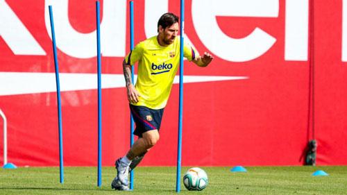 Messi tập luyện trong ngày nghỉ.