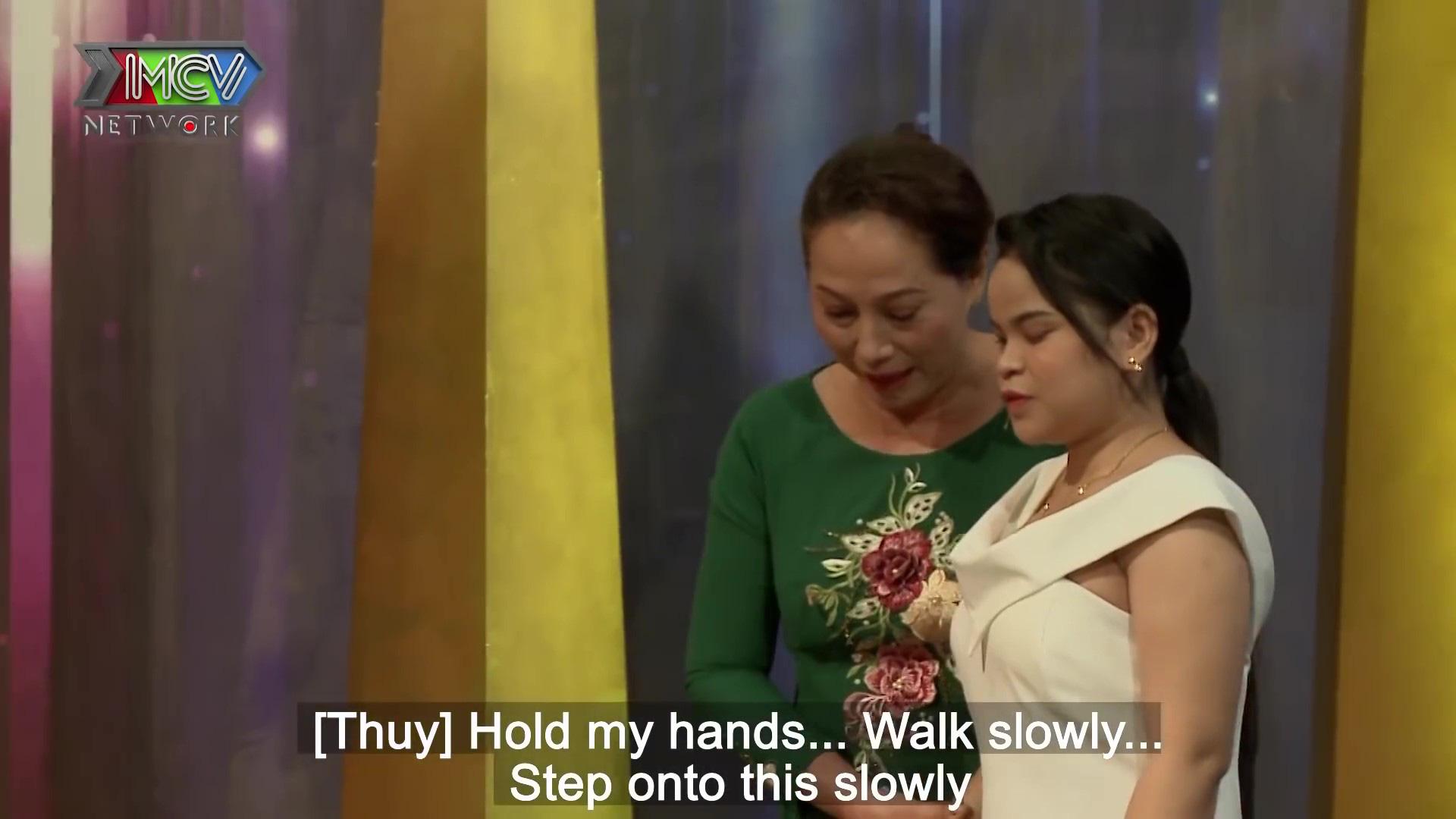 Rơi nước mắt chuyện mẹ chồng tìm tự tin cho nàng dâu khiếm thị, để con luôn thấy mùa xuân - Ảnh 2.