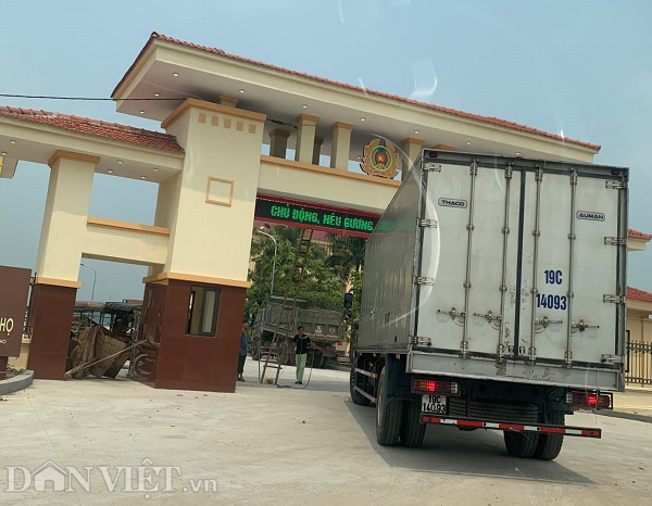 Vụ rác thải nguy hại trong KCN Phú Hà xả ra môi trường: 6 ngày 300m3 rác được đưa ra ngoài - Ảnh 3.