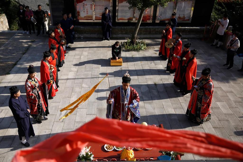 Bên trong tu viện thờ bài vị 558 người chết vì dịch Covid-19 tại Trung Quốc - Ảnh 5.