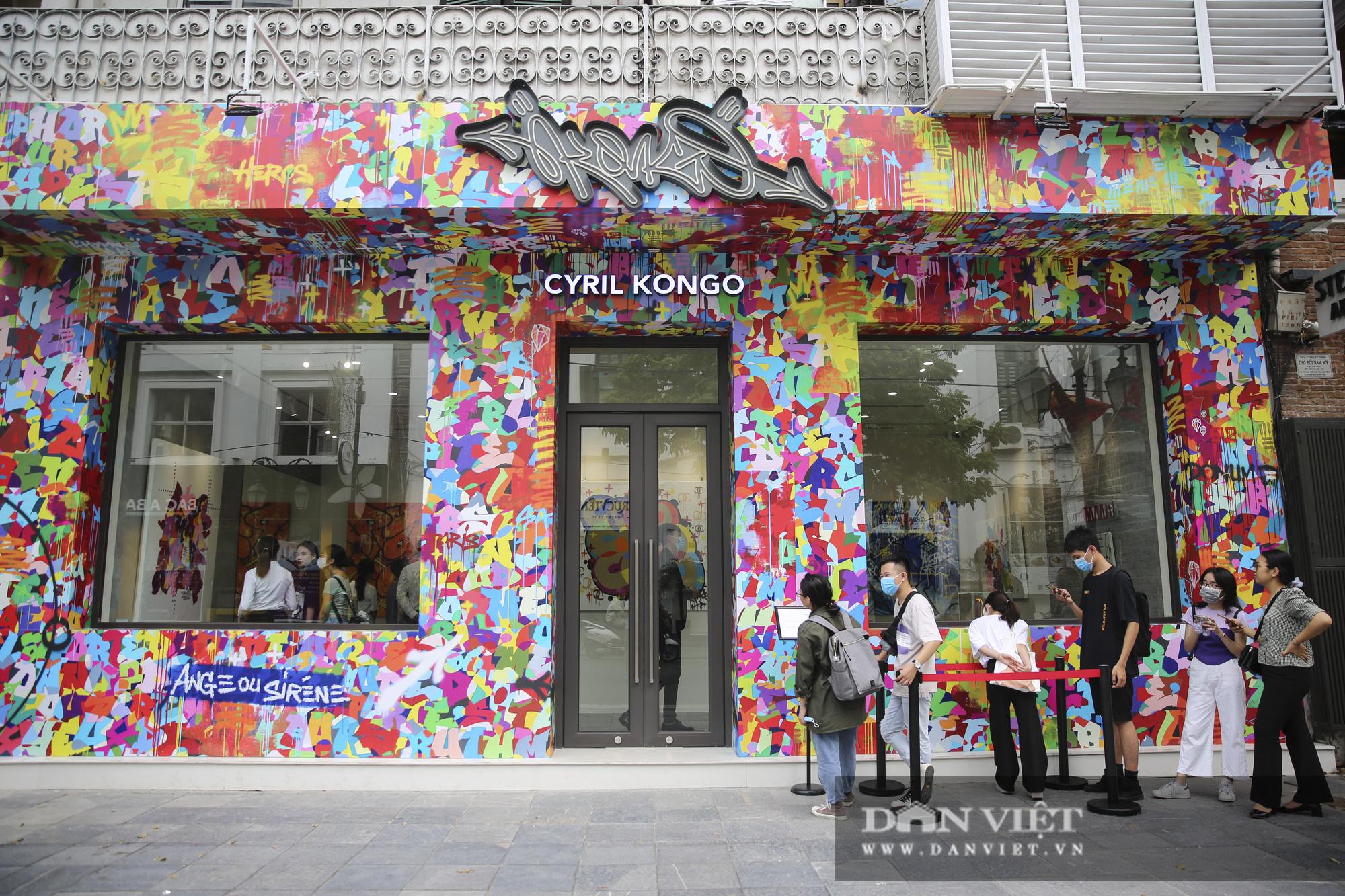 Cận cảnh phòng tranh graffiti tiền tỷ của huyền thoại Cyrial Kongo tại Hà Nội - Ảnh 2.