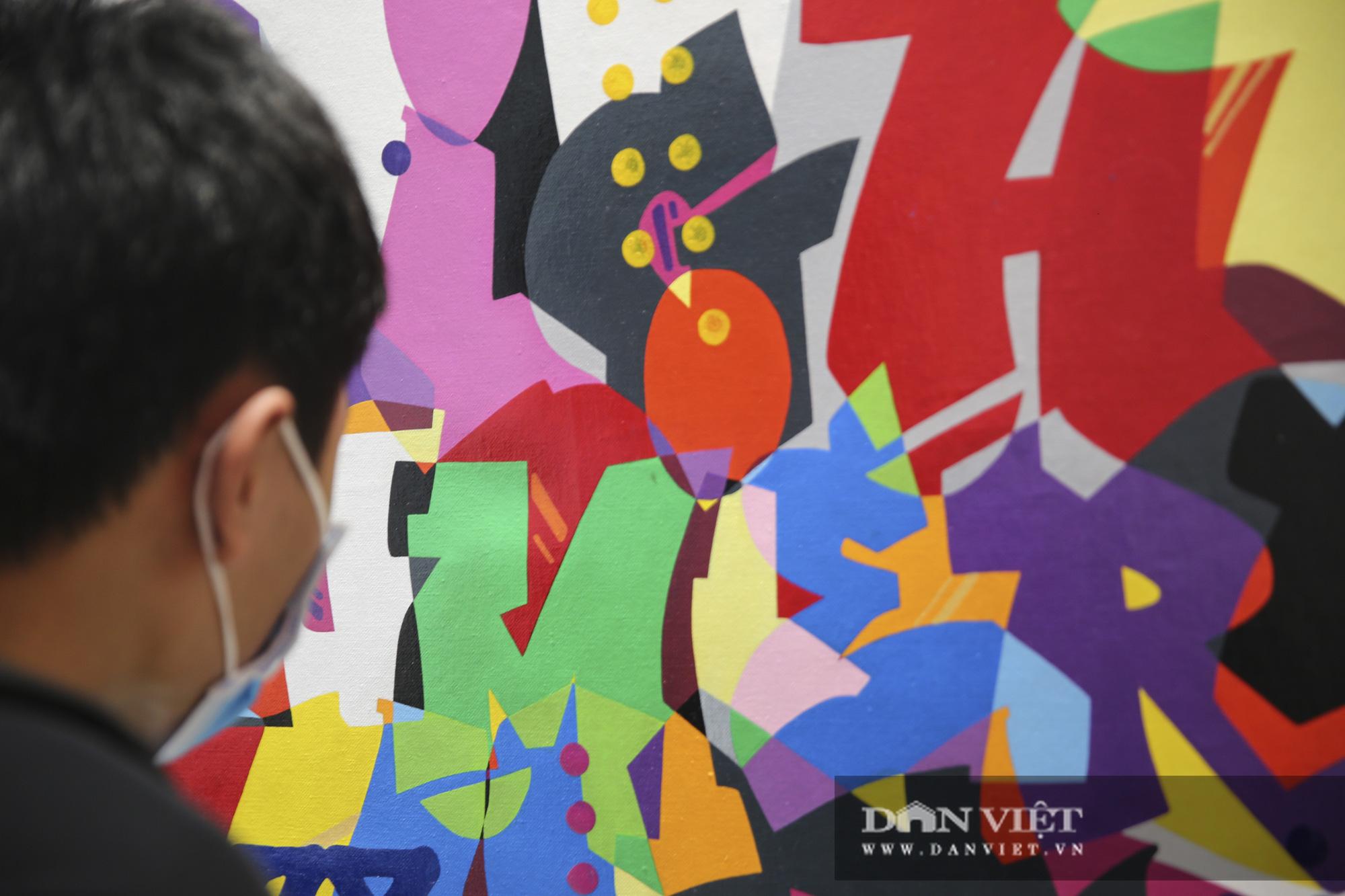 Cận cảnh phòng tranh graffiti tiền tỷ của huyền thoại Cyrial Kongo tại Hà Nội - Ảnh 7.
