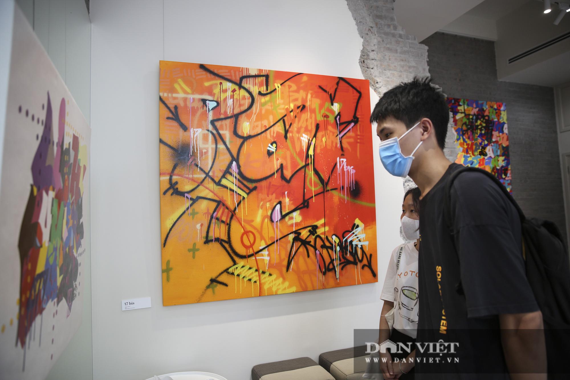 Cận cảnh phòng tranh graffiti tiền tỷ của huyền thoại Cyrial Kongo tại Hà Nội - Ảnh 9.