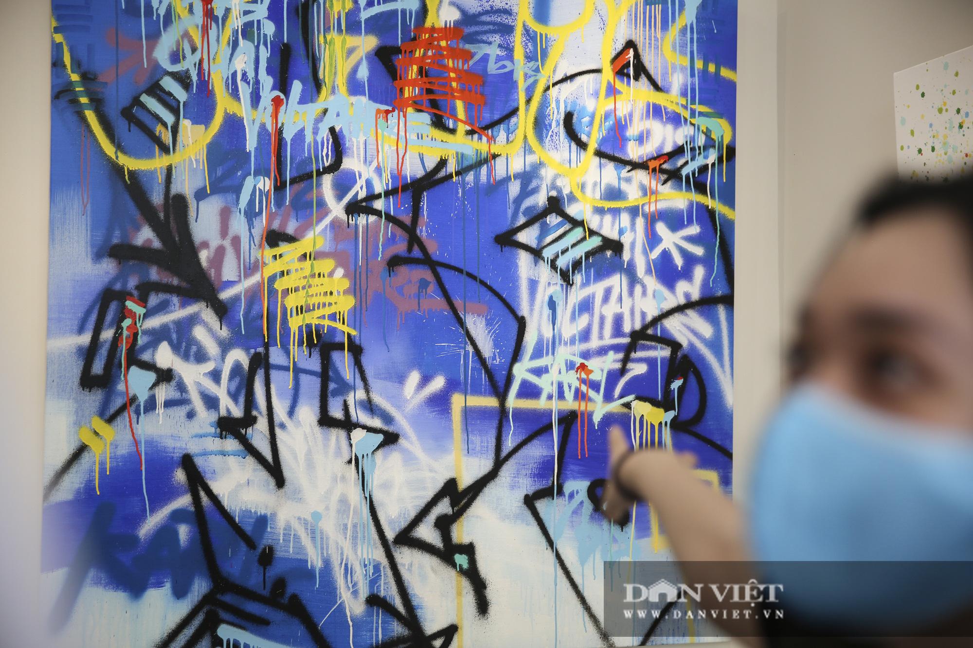 Cận cảnh phòng tranh graffiti tiền tỷ của huyền thoại Cyrial Kongo tại Hà Nội - Ảnh 10.