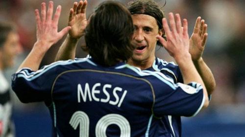 Messi và Crespo từng sát cánh ở ĐT Argentina.