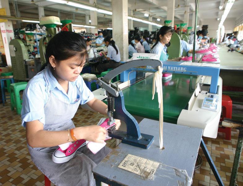 Gạo, cà phê, giày dép… bắt đầu hưởng ưu đãi từ EVFTA - Ảnh 1.