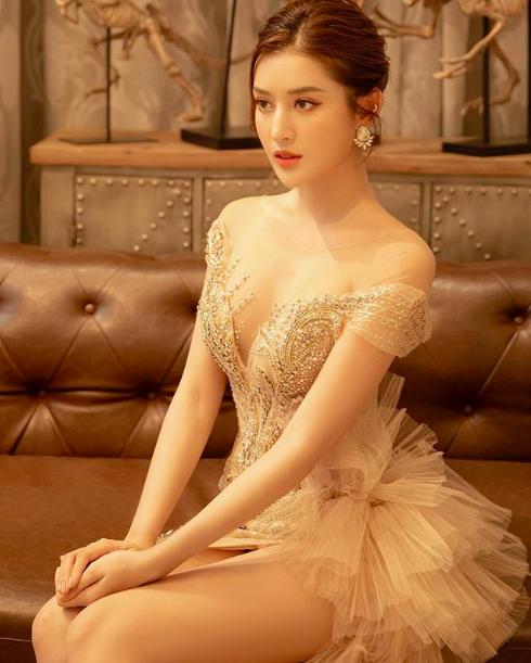 Bảo Thy táo bạo mặc bikini quyến rũ hút mắt, Lâm Khánh Chi mặc o ép khiến chiếc váy như sắp bung - Ảnh 3.