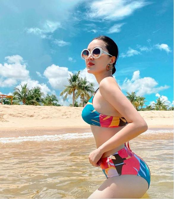 Bảo Thy táo bạo mặc bikini quyến rũ hút mắt, Lâm Khánh Chi mặc o ép khiến chiếc váy như sắp bung - Ảnh 9.